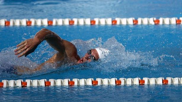 Male swimmer doing frontcrawl